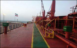 انجام عملیات تخلیه محموله رول آهن وارداتی به بندر چابهار